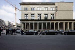 Die Kolonnade des Neuen Museums wird nach links und um die Ecke herum in den Hof weiter geführt