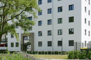Das Wohnhaus Waldsassener Straße ist nach etlichen Sanierungen ein Neubau der degewo. Gefördert ist das Projekt nicht und schafft dennoch Wohnraum mit Mieten von durchschnittlich 8,50 €/m², die günstigste liegt bei 7 €/m²