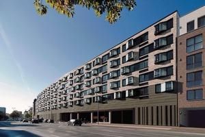 181 Wohnungen sind in drei Wohnzeilen angeordnet als Fortführung der benachbarten städtebaulichen Struktur. Sie sind abgeschottet und liegen über den Supermärkten