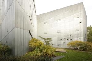 Das Jüdische Museum Berlin, hier eine Gartenansicht