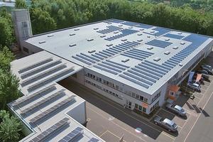 Gewerbe- und Verwaltungsbau, Mechernich: Flachdachsanierung und anschließende Belegung mit Photovoltaik