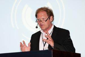 Moderator Burkhard Fröhlich, Chefredakteur der DBZ und Vorsitzender des Arbeitskreises Baufachpresse<br />