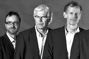 """<div class=""""fliesstext_vita""""><strong>MOSAIK Architekten BDA</strong><br />v.l.: Andreas Maurer, Jan Uetzmann, Kay Marlow, Ekkehard Vogt, Robert Marlow<br /><br />Das Architekturbüro wurde 1981 unter dem Namen """"planbox"""" gegründet, seit 1990 heißt es """"MOSAIK Architekten BDA"""". Fünf Partner leiten das Büro in Hannover mit derzeit etwa 20 Mitarbeitern. Arbeitsschwerpunkte sind öffentliche Bauten, Wohnprojekte und ökologisches Bauen. </div>"""