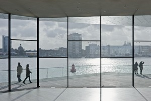 """""""Wir wollten nicht, dass unser Gebäude mit dem Turm in Konkurrenz tritt, sondern, dass die beiden Bauten in einer Art Synergie zusammen existieren, in einem spannenden Wechselspiel miteinander stehen und ein prägnantes Ensemble bilden"""" Philip Beckmann, Projektleiter<br />"""