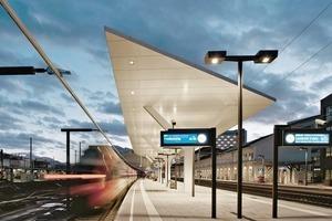 Die neuen dynamischen Bahnsteigdächer überdecken zu großen Teilen die Gleise und Bahnsteige