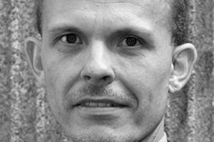"""<div class=""""autor_linie""""></div><div class=""""dachzeile"""">Autor</div><div class=""""autor_linie""""></div><div class=""""fliesstext_vita""""><span class=""""ueberschrift_hervorgehoben"""">Mathias Tillmann</span> studierte Bauingenieurwesen an der RWTH Aachen mit der Vertiefungsrichtung Konstruktiver Ingenieurbau. Nach seinem Diplom war er als Projektingenieur, Tragwerksplaner und Konstrukteur tätig. Seit 2007 ist er bei der Fachvereinigung Deutscher Betonfertigteilbau e.V. (FDB) für den Bereich Technik und Normung zuständig, zunächst als technischer Referent, seit 2008 als technischer Geschäftsführer. Tillmann ist Autor zahlreicher Broschüren, Merkblätter und Fachartikel zum Thema Betonfertigteile. Zudem vertritt er die Betonfertigteilindustrie in nationalen und europäischen Gremien.</div><div class=""""autor_linie""""></div><div class=""""fliesstext_vita"""">Informationen unter: <a href=""""http://www.fdb-fertigteilbau.de"""" target=""""_blank"""">www.fdb-fertigteilbau.de</a></div>"""