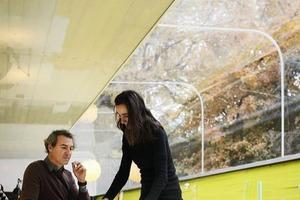 """<p><span class=""""ueberschrift_hervorgehoben"""">Lucía Cano</span><br />1965geboren in Madrid<br />1992Diplom Architektur an der ETSA Madrid<br />Ab 1996Mitarbeit bei Julio Cano Lasso<br />1997 bis2003 Partnerin im Cano Lasso Studio<br /><br /><span class=""""ueberschrift_hervorgehoben"""">José Selgas </span><br />1965geboren in Madrid<br />1992Diplom Architektur an der ETSA Madrid<br />1994-95Arbeit mit Francesco Venecia in Neapel<br />1997-98Rome Prize an der Spanischen Akademie der Künste in Rom</p>"""