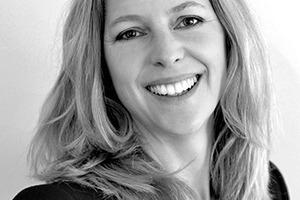 """<div class=""""autor_linie""""></div> <div class=""""dachzeile"""">Autorin</div> <div class=""""autor_linie""""></div> <div class=""""fliesstext_vita""""><span class=""""ueberschrift_hervorgehoben"""">Anne Niemann </span>studierte Architektur an der TU München und der ETSAM Madrid. Nach dem Diplom 2002 arbeitete sie als selbständige Architektin an verschiedenen europäischen Projekten. Seit 2008 ist sie an der TU München am Lehrstuhl für Entwerfen und Holzbau bei Prof. Kaufmann in Forschung und Lehre tätig. Sie leitet das Forschungsprojekt """"Entwicklung eines Bausystems für Parkhäuser aus Buchenfurnierschichtholz"""".</div> <div class=""""autor_linie""""></div> <div class=""""fliesstext_vita"""">Mehr Informationen: www.holz.ar.tum.de</div>"""