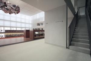 Galerie Allgemeiner Lesesaal mit dem Aufgang zu den Carrels.