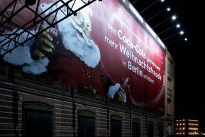 Das geht immer: Werbung statt Fassadenfotos! Die Akademie 2011
