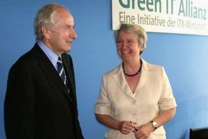 Bitkom-Präsident August-Wilhelm Scheer und Bundesforschungsministerin Annette Schavan bei der Präsentation der Green-IT-Allianz in Berlin<br />
