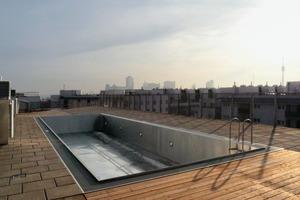Der Gebäuderriegel an der Tokiostraße besitzt einen Swimmingpool auf dem Dach - für die Hausgemeinschaft<br />