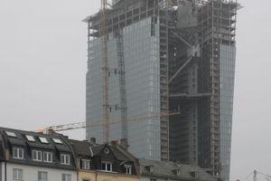 Blick über den nördlich gelegenen Paul-Arnsberg-Platz auf die Doppeltürme.