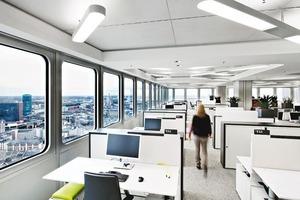 oben: Das Open Space-Konzept sieht unterschiedliche Kommunikationsmöglichkeiten vor. Die Raumakustik wird durch eine Kombination von Maßnahmen am Gebäude und an der Möblierung bestimmt<br />