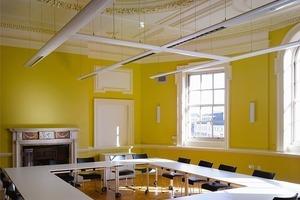 rechts: Extern vermietbare Konferenz- und Büroräume sind ein Teil des komplexen Nutzungsprogramms<br />