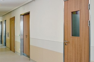 Die umgestaltete urologische Station des Wilhelminenspitals präsentiert sich nicht nur optisch ansprechend, sondern entspricht auch den erhöhten Anforderungen an Brandschutz und Hygiene