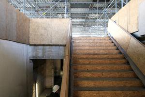 Eine der beiden Treppen, die ins Untergeschoss führen. Beide wurden nicht ausgebaut, aber möglichst sicher verkleidet