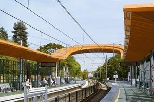 Rübsamen + Partner haben mit dieser Stadtbahnhaltestelle nicht nur eine bemerkenswerte Architektur erbaut, sie haben auch eine Landmarke mit Merkeffekt geschaffen, die der lokalen Orientierung dient<br />