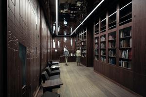 Foyer und Bibliothek