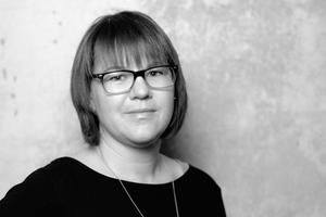 Autorin  Caroline Fafflok (*1977 in Frankfurt), Dipl.-Ing. M. A., studierte Architektur und ArchitekturMediaManagement. Nach ihrer Arbeit in verschiedenen Museen und in der Presse- und Öffentlichkeitsarbeit ist sie seit 2008 in unterschiedlichen Positionen an der Technischen Universität Darmstadt beschäftigt. Bis 2015 war sie wissenschaftliche Mitarbeiterin am Fachgebiet Entwerfen und Energieeffizientes Bauen von Prof. Hegger im Fachbereich Architektur der TU Darmstadt, 2011 bis 2013 war sie als Referentin des Fachbereichs Architektur tätig und seit Ende 2013 ist sie Mitarbeiterin des Forschungsdezernats der TU Darmstadt.