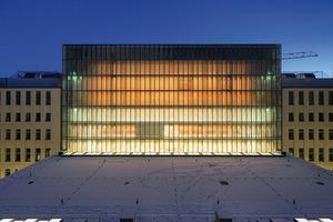 Der Allgemeine Lesesaal Unter den Linden leuchtet in der Dämmerung