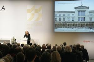 Juryvorsitzende Dörte Gatermann auf der Verleihungszeremonie in Dresden