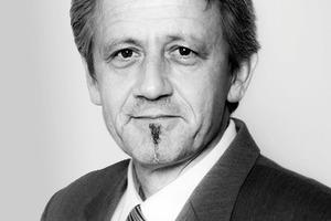 """<div class=""""autor_linie""""></div><div class=""""dachzeile"""">Autor</div><div class=""""autor_linie""""></div><div class=""""fliesstext_vita""""><span class=""""ueberschrift_hervorgehoben"""">Friedhelm Ulm</span> ist Nachrichtentechniker und seit 1991 in der Sicherheitsbranche beschäftigt. Nach 10 Jahren bei der DOM Sicherheitstechnik GmbH wechselte er 2001 zur CES-Gruppe in Velbert und ist heute als Produktmanager für Elektronische Sicherheitssysteme bei der im Jahr 2005 gegründeten CEStronics GmbH tätig.<br /> Innerhalb der CES-Gruppe entwickelt, produziert und vertreibt CEStronics RFID-basierende Elektronische Schließsysteme für den europäischen Markt.</div><div class=""""autor_linie""""></div><div class=""""fliesstext_vita"""">Mehr Informationen unter www.ces.eu </div>"""