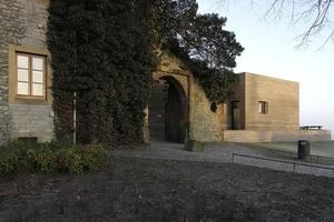 Besucherzentrum am historischen Zugang zum Innenhof