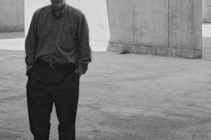 Jan Hoet im September 2003 auf der Baustelle des MARTa, Herford