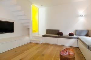 Zwei Wohnungen wurden zu einer Maisonettewohnung verbunden mit einer neuen einläufigen Treppe<br />
