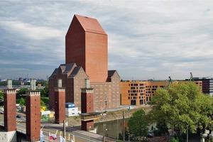 Blick Schwanentor: Das vorhandene Speichergebäude aus den 30er Jahren wird durch eine markante Baufigur im Zentrum ergänzt. Diese beinhaltet das Archiv