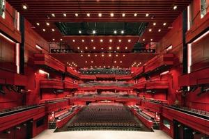 Eingeschränkt multifunktional ist der Konzertsaal Eldborg mit seinen 1800 Plätzen, der sowohl vom Icland Symphony Orchestra als auch der Iclandic Opera genutzt wird<br />