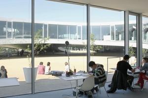 Fünf Pations bieten Besuchern und Studenten einen angenehmen Platz um sich im Freien aufhalten zu können<br />