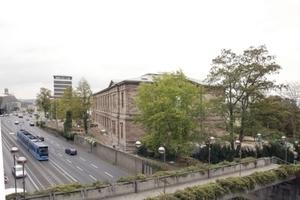 Ansicht Neue Galerie Nordwestseite (Fußgängerüberweg aus den Siebzigern soll die Grünlandschaft über die Verkehrsschneise hinweg verbinden)