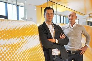 Thomas Strauss und Markus Hillegaart von Strauss &amp; Hillegaart, Künstlergesellschaft, Cottbus,               in der von ihnen gestalteten Praxis KU 64, Berlin<br />