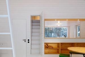 Eine schmale Treppe führt hinauf zu den Schlafkojen<br />