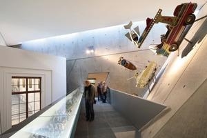 Als Vitrinen werden die Räume bezeichnet mit 10-18m Höhe, in denen Objekte wie Raketen, Bomben oder Hubschrauber aus-<br />gestellt werden können – eine überraschende Präsentation in der Vertikalen<br />