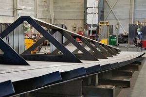 Blick auf die Vorfertigungsarbeiten im Werk von Stahlbau Urfer in Remseck