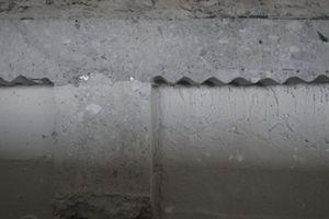 "Deckenschnitt zeigt ""Wellplatten"" als Schalung"
