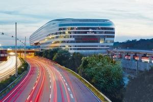 Mit einer Nutzfläche von 140000m² gehört das 350000t schwere Gebäude zu einem der größten Deutschlands. Geringes Eigengewicht und hohe Tragfähigkeit war daher eines der Auswahlkriterien für die verwendeten Baustoffe