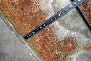 Bild 4: Korrosionsspuren an einem Auffahrblech
