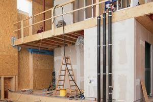 Bau des Technikkerns an der Schaufensterseite des Gebäudes<br />