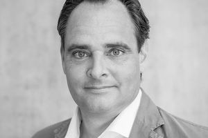 Lichtdesigner des Jahres: Reflexion AG aus Zürich  In der Gesamtwertung überzeugte das vor 16 Jahren von Thomas Mika gegründete Planungsbüro – seit 2014 Teil der Amstein + Walthert Gruppe, dem international tätigen Schweizer Marktführer im Bereich Consulting und Engineering – mit vier Nominierungen und drei Auszeichnungen  www.reflexion.ch
