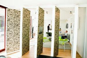 Die Wandsegmente schaffen immer neue Räumeeindrücke
