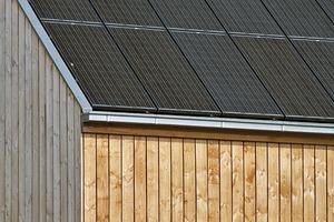 PV-Module der neueren Generation auf dem Dach