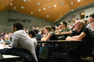 Gespannt lauschendes Publikum in Stuttgart<br />