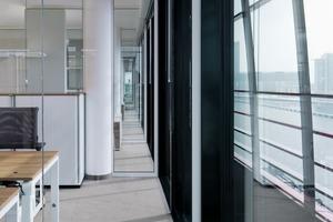 """<div class=""""10.6 Bildunterschrift"""">CAS, das Carpet Concept Acoustic System, mit seiner besonders hohen Fähigkeit zur Schallabsorption, sorgt für eine ausgeglichene Raumakustik und gewährleistet konzentriertes Arbeiten mit ergonomisch sinnvoller Hörsamkeit</div>"""