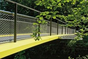 Um die Brücke vor Korrosion zu schützen, verwendeten die Planer für außen liegende Flächen ein mehrschichtiges Anstrichsystem der Klasse C 3 lang und verschweißten alle innen liegenden Flächen luftdicht