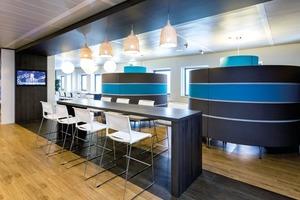 Die in der Filiale der Rabobank in Den Helder durchgeführte Modernisierung sollte nicht nur einen Zuwachs an Flächen für Arbeitsplätze erbringen, sondern zugleich auch ergonomisch und akustisch, sowie flexibel sein. Es wurden 40 zusätzliche Arbeitsplätze geschaffen, ohne die Anmietung neuer Räumlichkeiten<br />