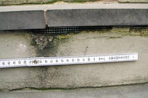 Bild2: Schadensbild bei einer Setzstufe bzw. Stoßfläche